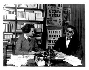 James Joyce ja Sylvie Beach vuonna 1922